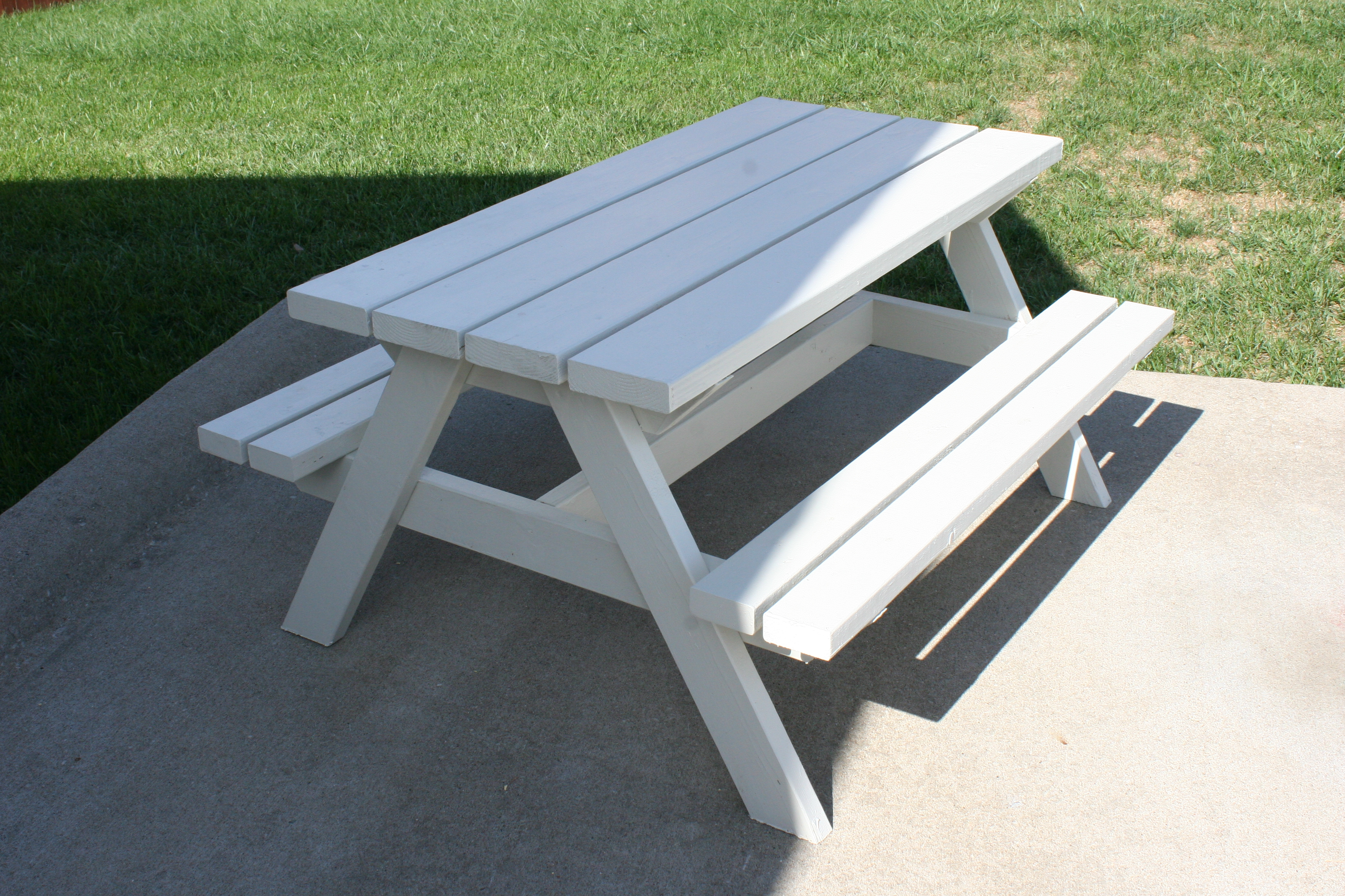 Bigger kid s picnic table living peacefully with children for Pallet picnic table plans