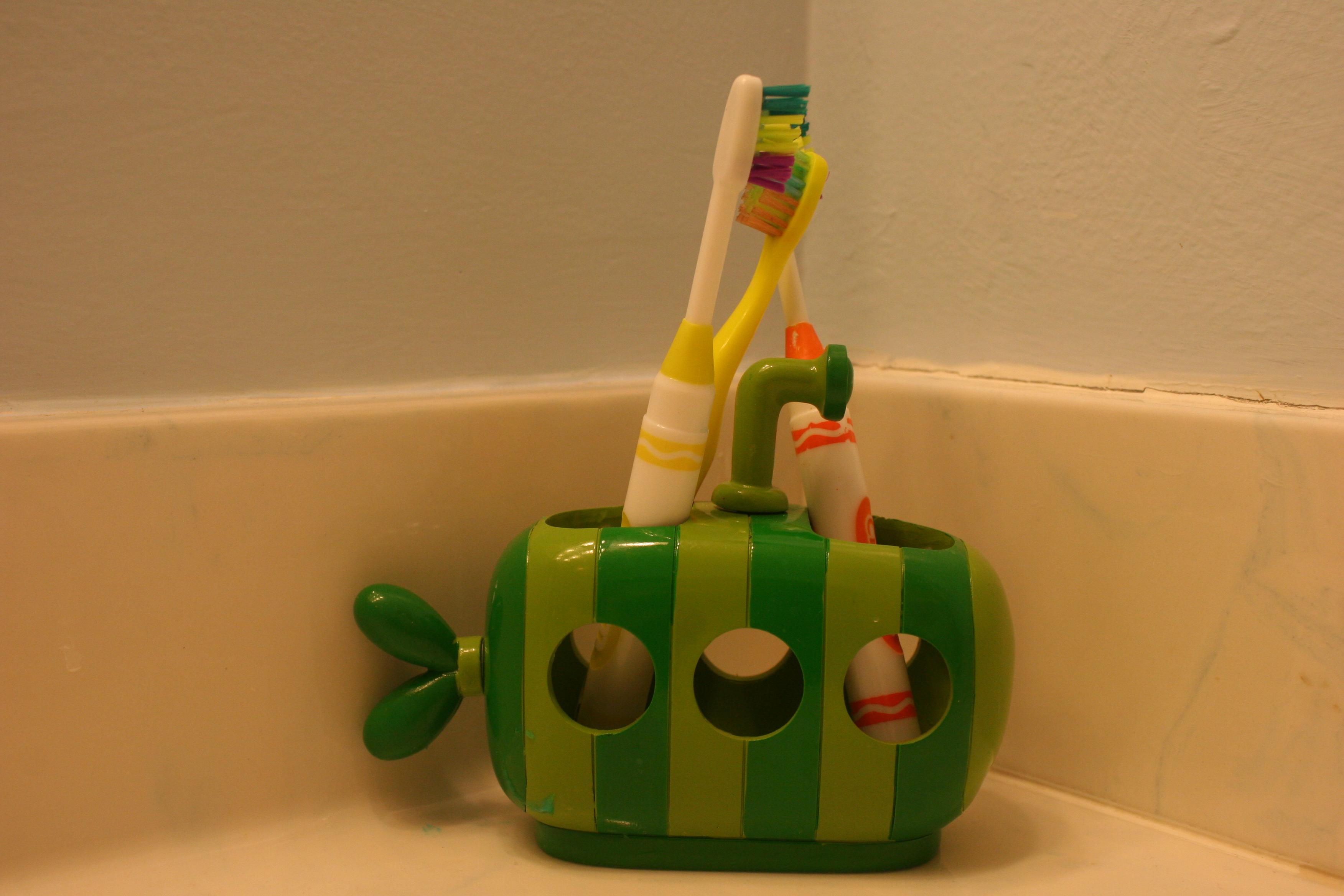 Kids toothbrush holder www galleryhip com the hippest pics